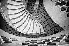 Tate Spiral (Camera Freak) Tags: 180216england leica m10 london tate tatebritain artgallery stairs spiral staircase blackandwhite monochrome 21mm zeiss curve architecture building