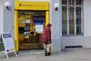 Closed - die Postbank-Filiale wird geschlossen (Sockenhummel) Tags: mainzerstrasse postamt postbank fuji x30 post schliesung herzlichwillkommen bundesplatz protest deutschebank