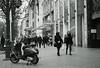Vespa and girls@KÖ, Düsseldorf (Amselchen) Tags: street streetphotography pedestrian sidewalk city cityscope kö düsseldorf germany mono monochrome bnw blackandwhite bokeh blur dof depthoffield sony a7rii alpha7rm2 zeiss carlzeiss sonnart1855 sonnar5518za fe55mmf18za sonyilce7rm2