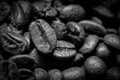 coffee beans (Danyel B. Photography) Tags: coffee beans bohnen kitchen küche breakfast smell drink macro makro black white bw sw table top