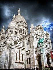 Heilig Hart (roberke) Tags: kerk church impressive indrukwekkend statue standbeeld sky lucht clouds wolken sunlight basiliek travertijn montmartre paris parijs