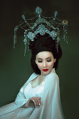 虞姬 (jajasgarden) Tags: asian goddess white crown queen empress nikon d810 fantasy dream seattle creative fairytale portrait fineart