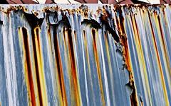 """Corrosión-  colores y texturas del óxido (portalealba) Tags: zaragoza zaragozaparque aragon españa spain portalealba canon eos1300d """"smile saturday"""" theme tag """"cracked"""""""
