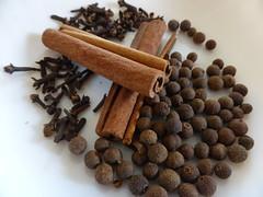 Spices - 7DWF   P1040046 (amalia_mar) Tags: spices 7dwf kitchen cinnamon clove bahar μπαχαρικά κανέλα γαρύφαλο μπαχάρι