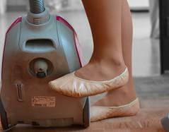 Uklid v piškotech_0111 (Merman cvičky) Tags: balletslippers ballettschläppchen ballet slipper ballerinas slippers schläppchen piškoty cvičky ballettschuhe ballettschuh punčocháče pantyhose strumpfhosen strumpfhose tights collants medias collant socks nylons socken nylon spandex elastan lycra
