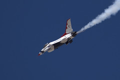 Thunderbird  F-16 #6 (Jslark91) Tags: lv clarkcounty afb redflag speedway nellis usaf airforce military f16 gd generaldynamics general dynamics lockheed martin lockheedmartin fighting falcon thunderbird