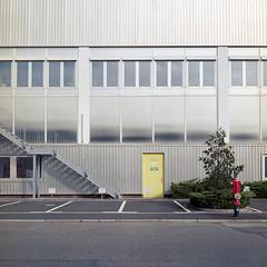 RGB vor Silber (derChambre) Tags: rot grün gelb silber rgb fassade shotonfilm yashicamat124g analog kodakportra400 hafen 008