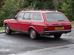 1984 Mercedes Benz 200 T (Neil's classics) Tags: vehicle wagon estate