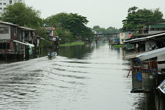 boat on the water (the foreign photographer - ฝรั่งถ่) Tags: long tailed boat khlong thanon scene bangkhen bangkok thailand canon