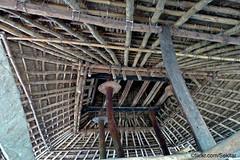 View into a roof, Kampung Wainyapu, Sumba Barat Daya (Sekitar) Tags: indonesia sumba barat daya ntt nusatenggaratimur kleinesundainseln lessersundaislands east view roof wainyapu traditional construction earthasia