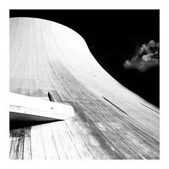 Volcan, Le Havre (4) (Marie Hacene) Tags: volcan lehavre architecture noiretblanc nuage
