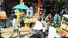 Mercati indiani (Mediterranea.....scatto e basta!) Tags: mercati mercatiindiani india persone venditori bancarelle frutta uomini donne bici