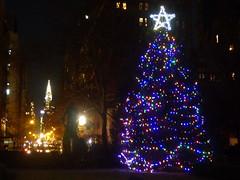 Gramercy Night (Slip Mahoney) Tags: christmas tree grammercy chryslerbuilding edwin booth myc nyc newyorkcity night