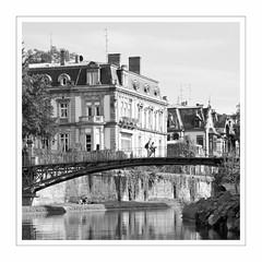 Strasbourg V (Splitti68) Tags: europa europe frankreich france elsass strasbourg strassburg quadrat square rahmen architektur architecture archtectur brücke bridge schwarzweis bw blackwhite blackandwhite splitti splitti68 splittstöser splittstoesser wasser fluss water river