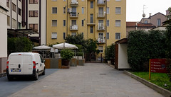 Driveway at the back (A. Wee) Tags: milano lombardia italy it milan 米兰 意大利 crowneplaza hotel 酒店 皇冠假日