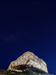 Peñón de Ifach - Calpe - Costa Blanca (Craig Hannah) Tags: calpe peñóndeifach rock mountain hill costablanca craighannah february 2018 spain night nightsky stars longexposure view orionsbelt orion europe cliff climbing naturereserve