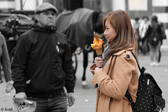 Girl with ice cream, man without (Ramireziblog) Tags: florence man woman girl ice cream horse street straatscene candid canon 6d