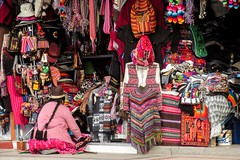 Market @ Puno (Mabelín Santos) Tags: mercado market bazar puno textilesperuanos peru peruvian peruano travelingperu travel traveler viajandoporperú textil art colorful color colorido tradicional tejidos tejido alpaca alpacaclothes clothes ropa abrigos lana перу peruu pérou秘鲁 ペルー เปรู 페루