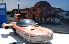 2017-Star Wars Landspeeder Photo Op Outside SDCC at Comic-Con City-03 (David Cummings62) Tags: sandiego ca calif california comiccon con david dave cummings 2017 starwars movie movies landspeeder photoop outside