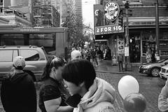 2218 Tmax400 800 R3M 50 Seattle 873-Edit (mojave1951) Tags: kodaktmax400 seattle streetphotography blackandwhite blackandwhitefilm blackandwhitestreetphotography voigtlanderr4m artisan50mm11
