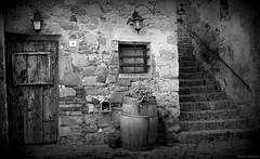 Monticchiello in Val d'Orcia (Darea62) Tags: valdorcia monticchiello village tuscany barrel toscana pienza borgo unesco house stones bw lamps window door stairs ancient old flower