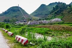 Náznak průmyslu uprostřed hor (zcesty) Tags: vietnam23 krajina hory vietnam dosvěta hàgiang vn