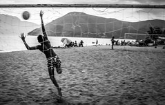 At the time of the goal - Angra dos Reis (RJ) Brasil (#WLMainente) Tags: futebol football angra angradosreis gol blackandwhite bw pretoebranco monocromatic monocromatico praia beach férias goal soccer fútbol calcio