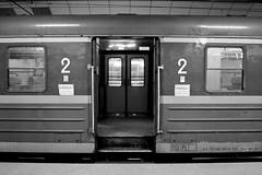Krakow - Gare centrale (Les essais photographiques) Tags: gare centrale krakow cracovie pologne poland voyage trip travel journey train transport interieur noir et blanc black white old vieux ancien temps porte europe photography