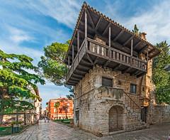 Romanesque House/Art Gallery on Marafor Square (fotofrysk) Tags: romanesquehouseartgallery maraforsquare decumanusstreet trees buildings architecture croatia porec istria dalmatiancoast sigmaex1020mmf456dch nikond7100 201710040187
