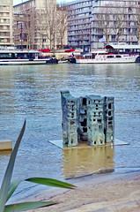 276 Paris en Février 2018 - Sculpture sur le Quai Saint-Bernard (paspog) Tags: paris france seine fleuve statue sculpture rivière fluss river quaisaintbernard crue inondation flood février februar february 2018