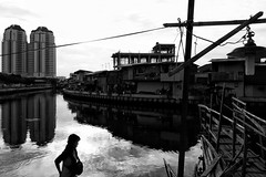 (andryaniade) Tags: streetphotography streetbw streetcolour jakarta reflection indonesia shillouete