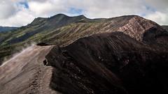 On the edge, Bromo volcano, Indonesia (pas le matin) Tags: landscape mountain travel voyage world sky ciel montagne volcano crater volcan cratère bromo indonesia indonésie asie asia southeastasia dust poussière canon 7d canon7d canoneos7d eos7d