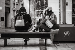 a break (Gerard Koopen) Tags: spanje spain malaga city people woman women fashion shopping bags bw blackandwhite blackandwhiteonly break candid straat street straatfotografie streetphotography fujifilm fuji xpro2 35mm 2018 gerardkoopen