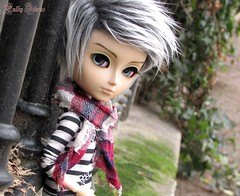 Mister Blue Eyes ♥ (Little Queen Gaou) Tags: taeyang doll groove parc nature garden paris pullip photography photographie portrait