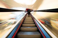 A long way - My Zeil (Mathieu Thiebaut) Tags: myzeil francfort allemagne deu deutschland de france français amateur auteur photo ourdou centre commercial centrecommercial outdoor color poselongue escalator