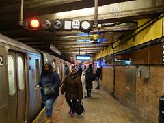 201801065 New York City subway station '21st Street–Queensbridge' (taigatrommelchen) Tags: 20180101 usa ny newyork newyorkcity nyc queens icon urban railway railroad mass transit subway station tunnel train mta r160a