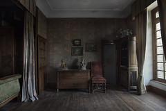 Abandoned mansion bedroom (andre govia.) Tags: abandoned andregovia manor mansion bedroom ue urbexdecay ghosts window bed chair room house creepy