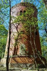 Der Turm II (Doblinus) Tags: turm samsunggalaxys6 smartphone geocaching mecklenburgvorpommern bäume tour samsung geocachingtour mauer handyfoto stein