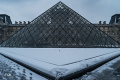 No reflection (MF[FR]) Tags: architecture cityscape paris france pyramide du louvre îledefrance city building pyramid light europe architectural musée samsung nx1 neige snow
