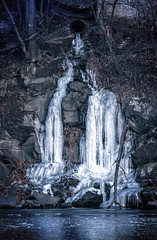 Ice On The Rocks (Roy Manchester) Tags: catskill newyork unitedstates us canon canonllenses colors 5dsr 7020028lisii ef70200f28isiiusm availablelight eos ef gps geotag ice rocks hudsonvalley