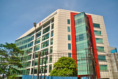 Gedung Trihamas Finance (Everyone Sinks Starco (using album)) Tags: jakarta building gedung architecture arsitektur office kantor