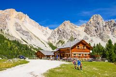 Malga Pices Fanes Hütte (Markus Lenz) Tags: berge berghütte diewelt europa fanes gebirge italien naturlandschaft orte orteallgemein südtirol unterkunft unterkünfte gebäude bauwerke