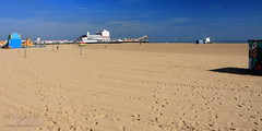 Great Yarmouth (innpictime ζ♠♠ρﭐḉ†ﭐᶬ₹ Ȝ͏۞°ʖ) Tags: sky beach norfolk seaside coast bluesky sea sun northsea footprints tracks pier resort funfare eastanglia gtyarmouth sand trails windfarm amusements 526052051737851 scrobysandsoffshorewindfarm
