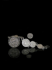 2018 Sydney: Australian Pre-Decimal Coins (dominotic) Tags: 2018 australianpredecimalcoins money jewellerymadefrommoney australia1927parliamenthouseflorin silvercoins coinbracelet reflection blackbackground canberraflorin outofcirculationcurrency 1943silversixpence 1944silvershilling 1943silverthreepence 1942silverthreepence circle sydney australia