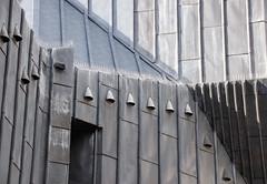 Vertikal (MKP-0508) Tags: mainz fotowalk altstadt vertikal architecture architektur erbacherhof bistummainz fassade facade grau grex gris gebäude immeuble