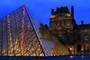 Le rayon rouge // The red ray (erichudson78) Tags: france iledefrance paris1er lelouvre pyramide pyramid reflection reflets urbanreflection bluehour heurebleue canoneos6d canonef24105mmf4lisusm architecture