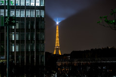 Le phare du bout de la ville (urban requiem) Tags: immeuble building tour eiffel tower toureiffel light lumière phare lighthouse gratte ciel skyscrapper paris france la défense defense ladéfense ladefense by night nuit shot nightshot bynight denuit