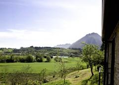"""La Calma - Preciosas vistas al campo Asturiano de una Habitación • <a style=""""font-size:0.8em;"""" href=""""http://www.flickr.com/photos/92523077@N06/40060176981/"""" target=""""_blank"""">View on Flickr</a>"""