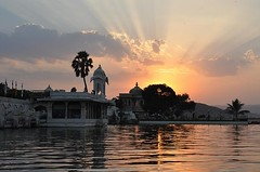 The Perfect Sunset in Udaipur, Rajasthan (theecotrip) Tags: traveladdict tourism trip travellerslife travelphotography travelgram travelstoke traveldeeper traveltheworld photographer photo photooftheday traveler traveling travelmore travelph travellers travelling traveldestinations travellife travels travelbloggers travelpics