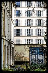 Série parisienne 2 (Kimoufli) Tags: paris architecture ville town city citytrip france nikon lightroom d5300 façade porte fenêtre door windows urban